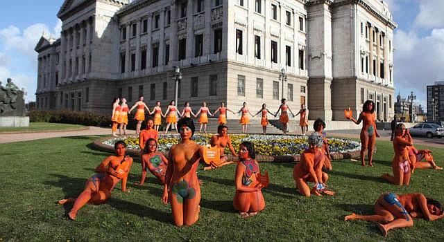 Activistas a favor de la despenalización del aborto realizaron una manifestación el martes 25 de septiembre frente al Palacio Legislativo.