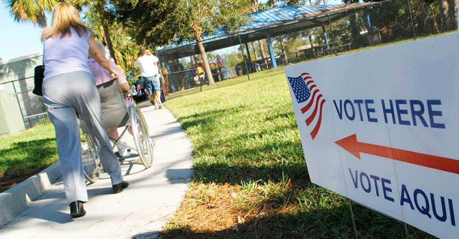 Miles se registran para votar