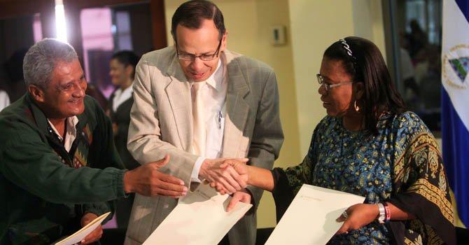 Nicaragua: publican Constitución en lenguas indígenas