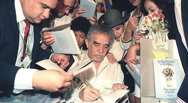 Gabriel Garcia Márquez firmando ejemplares en 1992.