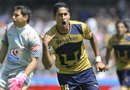 El jugador de Pumas David Izazola celebra una anotación ante el Pachuca, en un partido por la jornada 13 del Torneo Apertura 2012 del fútbol mexicano en el estadio Olímpico en Ciudad de México (México).