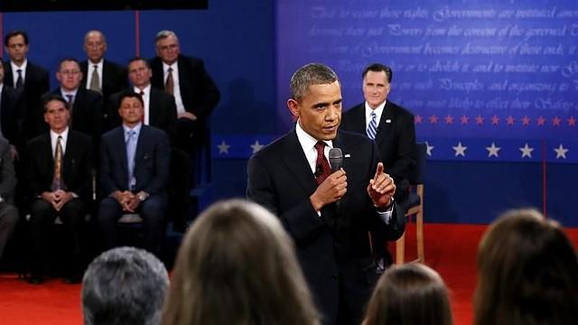 Barack Obama y Mitt Romney en el town hall en Hempstead, Nueva York, el martes 16.