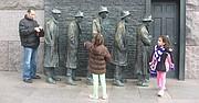 Visitantes venezolanos en el Monumento a Franklin Roosevelt en Washington, DC.