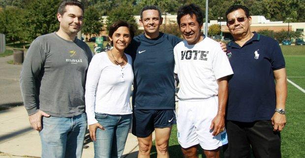 Walter Tejada (2do. der.), Manfredo Mejía (der.), Gustavo Torres (centro) y María Rosa Lucchini.