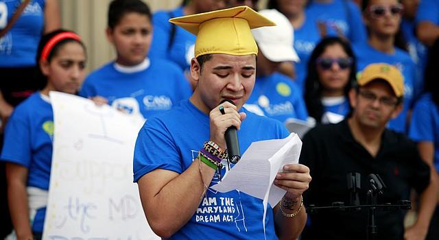 Josué Estrada, de Langley Park, durante una marcha el 6 octubre de 2012 a favor del referéndum.