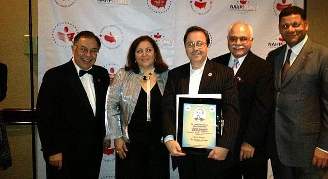 Alberto Avendaño (centro), director de desarrollo de negocios de El Tiempo Latino, junto a representantes de la Asociación Nacional de Publicaciones Hispanas, el 20 de octubre en San Diego.