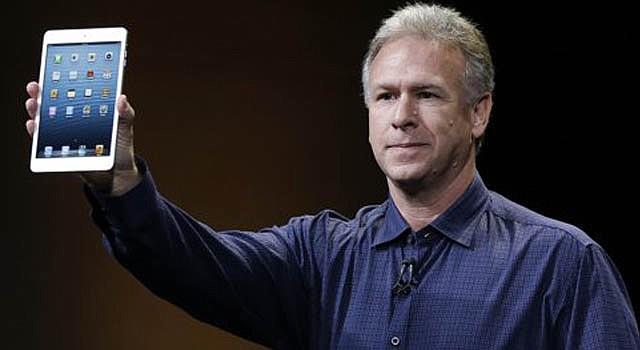 Phil Schiller, vicepresidente en jefe de mercado de producto para Apple a nivel mundial, presenta la computadora iPad Mini tipo tableta en California, el martes 23 de octubre.