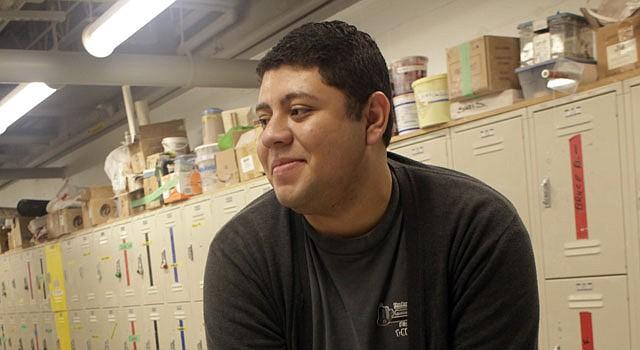 SUEÑO. Ricardo Campos llegó al estado a los 14 y espera poder terminar sus estudios de Biología en la universidad.