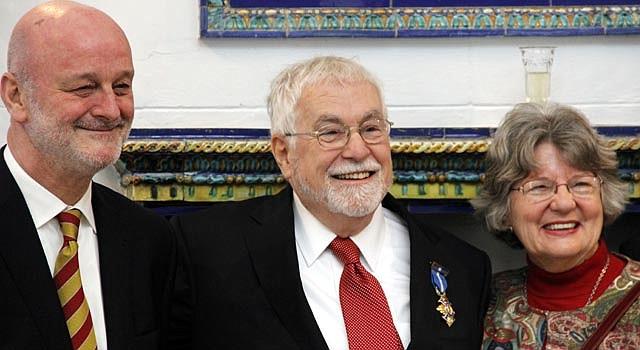 Don Harris con su esposa y el embajador de España, el jueves 11 de octubre.