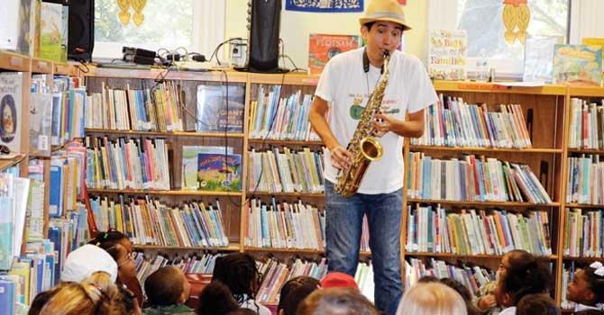 Un músico que anima el alma infantil