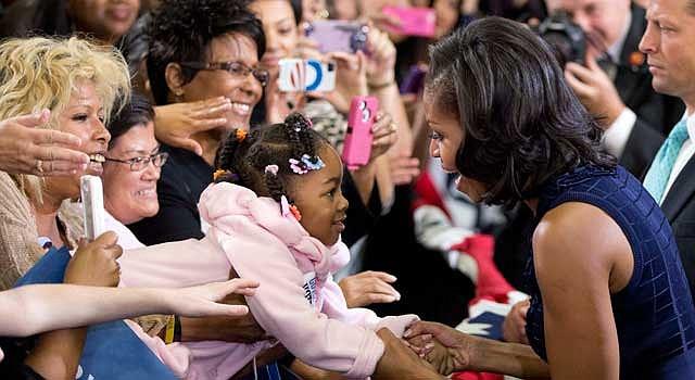 """TRABAJO. La primera dama Michelle Obama, ha impulsado """"Let's Move"""" que lucha contra la obesidad infantil."""
