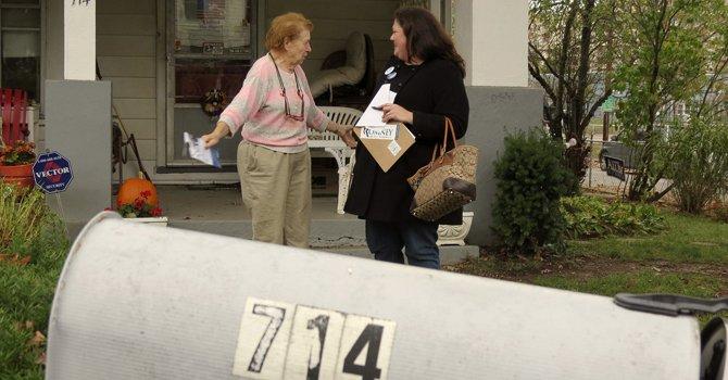 El voto en Virginia se gana de puerta en puerta