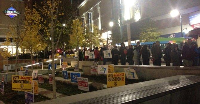 La línea para votar antes de las elecciones, el 2 de noviembre, era de dos cuadras en el centro de Silver Spring. Ese día terminaba el voto por adelantado.