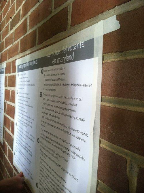 Avisos de votación en el Rocking Horse Center, en Rockville. Crédito: ETL