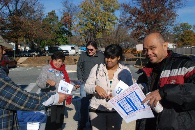 Votantes felices en el Holiday Senior Center de Wheaton. Crédito: ETL
