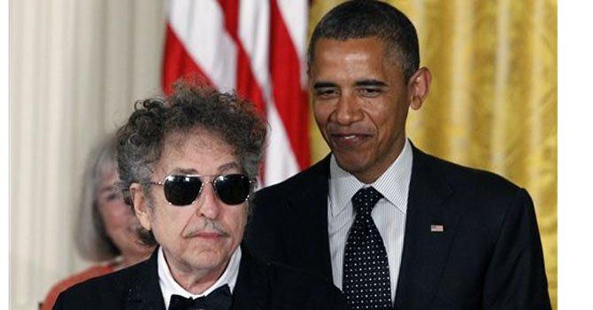 El cantante Bod Dylan apoya a Obama