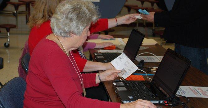 Virginia requiere a votantes mostrar identificación