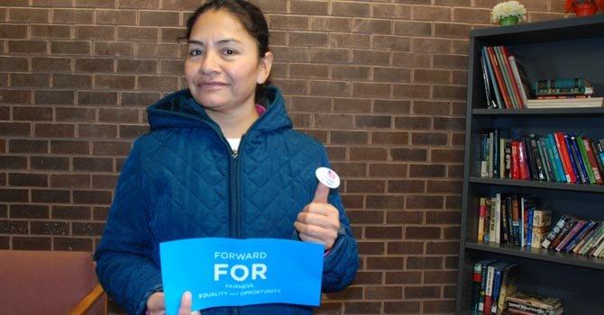 Martha Jacobo votó en Maryland. Es oriunda de México. Y mostró orgullosa su sticker.