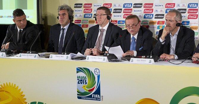 Directivos de la Confederación Brasileña de Fútbol, FIFA y el Comité Organizador del Mundial 2014 durante el anuncio sobre la Copa Confederaciones de 2013, el jueves 6.