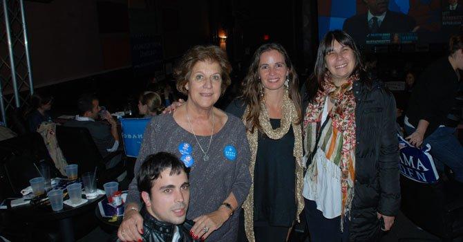 De izq. a der. las diputadas Diana Martínez Barrios, Victoria Morales Goleri y Gabriela Seijo, en las celebración demócrata en Arlington, Virginia, el martes 6 de noviembre.