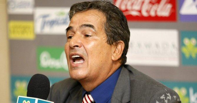 El ex seleccionador nacional de Costa Rica Jorge Luis Pinto.