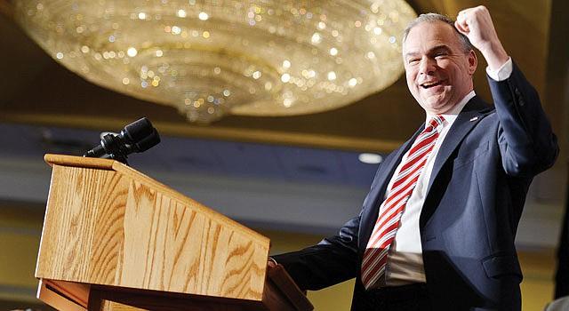 GANADOR. El demócrata Tim Kaine abrió su discurso de victoria el martes 6 en Richmond con una frase en español.