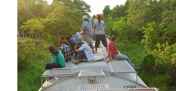 Policía rescata a 32 indocumentados
