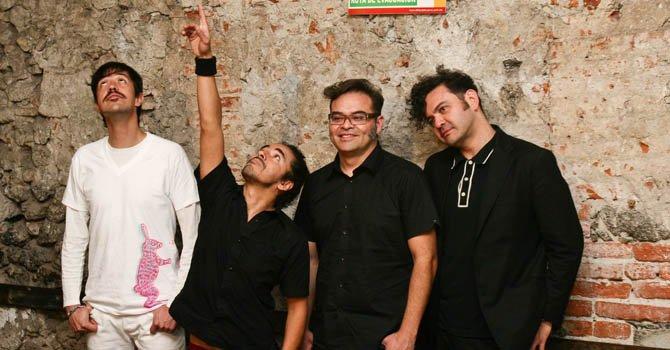 """El álbum """"Re"""" (1994) del grupo mexicano Café Tacvba es considerado por la revista el mejor disco latino de la historia."""