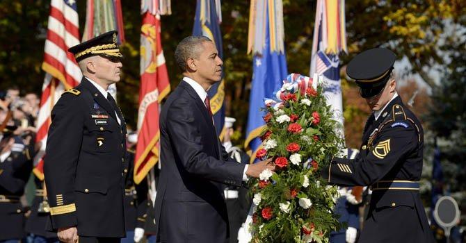 El presidente Barack Obama rindió tributo a los veteranos de guerra en Arlington, Virginia.