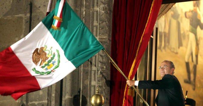El presidente de México , Felipe Calderón celebra el grito de la Independencia el 15 de septiembre.