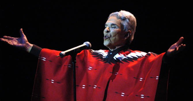 La cantante Chavela Vargas en un concierto en 2006.