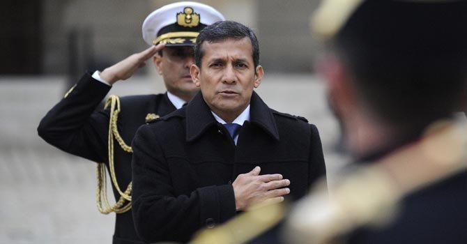 Ollanta Humala recibe honores militares en París