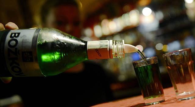 Consumir alcohol aumenta las calorías y por ende la obesidad.