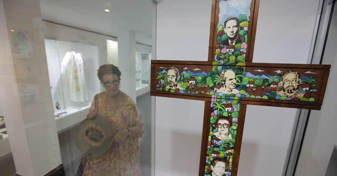 La Universidad Centroamericana (UCA) de El Salvador conmemora los 23 años del asesinato de los 6 sacerdotes jesuitas españoles,  la cocinera y su hija.