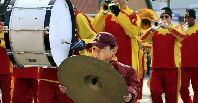 Bandas marciales de escuelas secundarias y organizaciones culturales desfilarán el sábado 17 de noviembre en Silver Spring, MD.