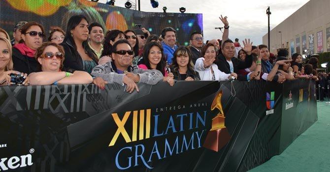 Los fans, las otras estrellas de los Latin Grammy