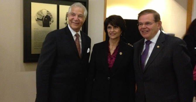 Coalición honra a Menéndez y Roybal-Allard
