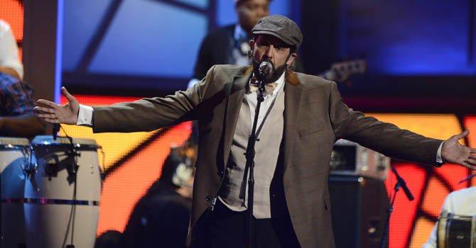 El cantante dominicano Juan Luis Guerra se presenta en la décimo tercera edición de los Grammy Latino  en Las Vegas.