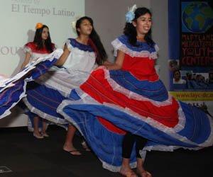 """Un grupo de danza folklórica en el evento anual """"Desayuno para Héroes"""" en DC."""