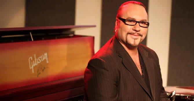 El productor musical Desmond Child es uno de los creadores del Salón de la Fama de Compositores Latinos.