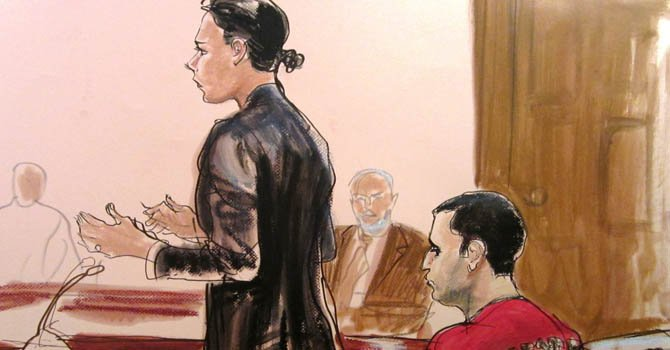 """Gilberto Valle, de 28 años, junto a su abogada  Julia Gatto, cuando se declaró """"no culpable"""" el 25 de octubre, de querer comerse a una mujer el Día de Acción de Gracias."""