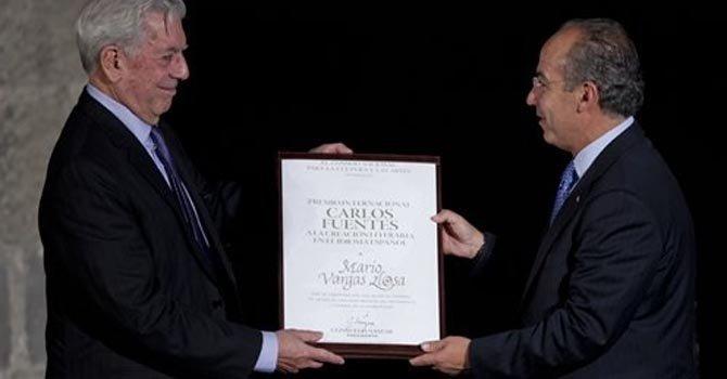 Mario Vargas Llosa el miércoles 21 de noviembre en Ciudad de México. Entrega el premio el presidente Felipe Calderón.