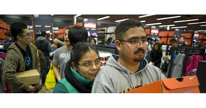 """Los mexicanos cruzan la frontera para participar en el """"black Friday"""""""