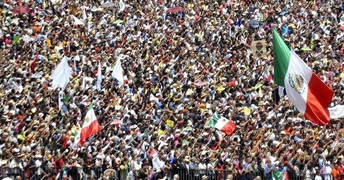 Miles ya marcharon para protestar contra Peña Nieto, con una masiva presencia en el Zócalo de Ciudad de México.