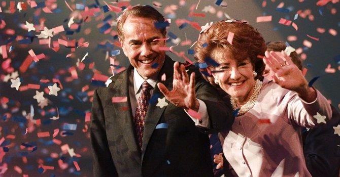 Bob Dole y su esposa Elizabeth en 1996, cuando ganó la candidatura del Partido Republicano para la presidencia.