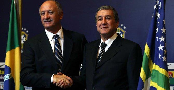 Luiz Felipe Scolari y Carlos Alberto Parreira (der.), tendrán la responsabilidad de guiar a Brasil a su ansiado sexto título en el Mundial de 2014 que organizará ese país.