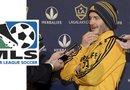 El futbolista británico David Beckham habla con reporteros para anunciar que el próximo partido del Galaxy será su último juego con el equipo y su despedida de la MLS.