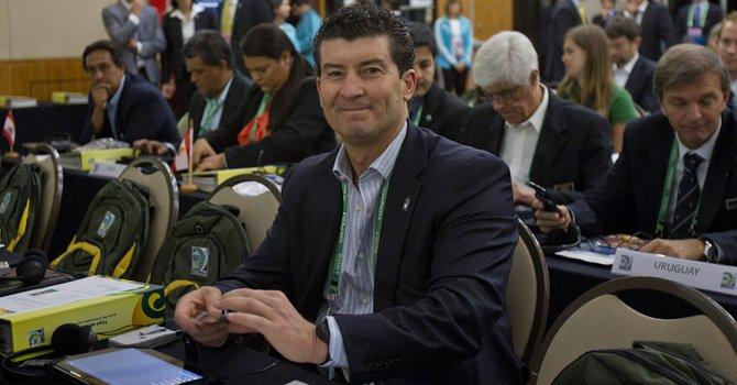 El director técnico de México, José Manuel de la Torre, participa en la reunión técnica de la FIFA para la Copa de las Confederaciones 2012, en Sao Paulo, Brasil, el viernes 30 de noviembre.