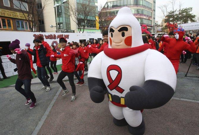 En Corea del Sur, miles marcharon en Seúl siguiendo a condones inflables.