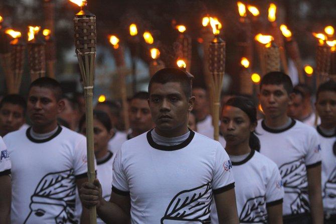 Miles de jóvenes homenajearon a los muertos por el Sida en San Salvador.